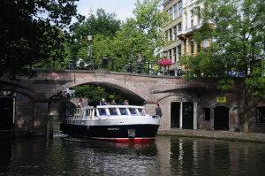 Yachtcharter Holland mit Schiff durch Utrecht