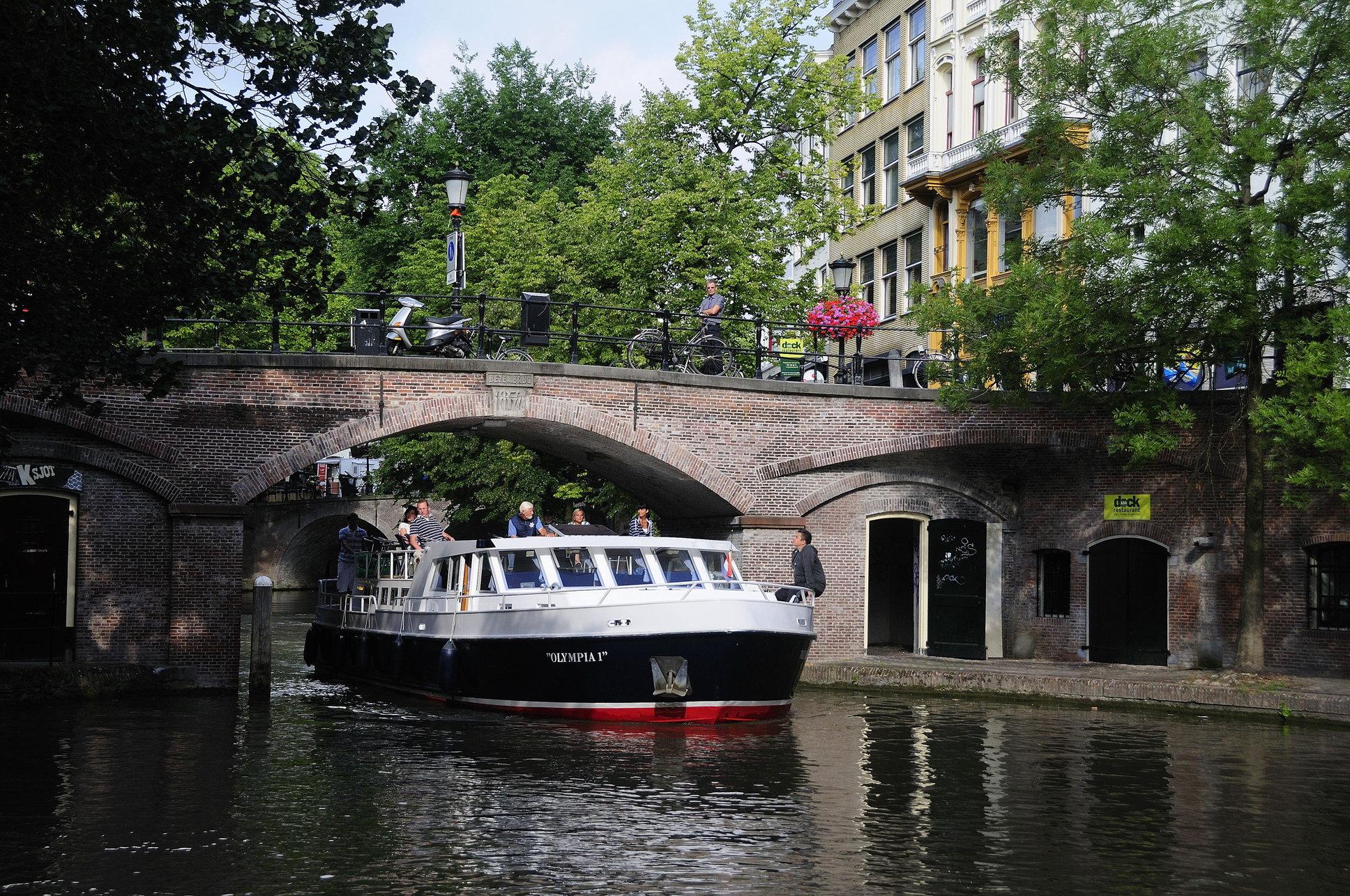 hausboot mieten in holland ohne f hrerschein zu fahren. Black Bedroom Furniture Sets. Home Design Ideas